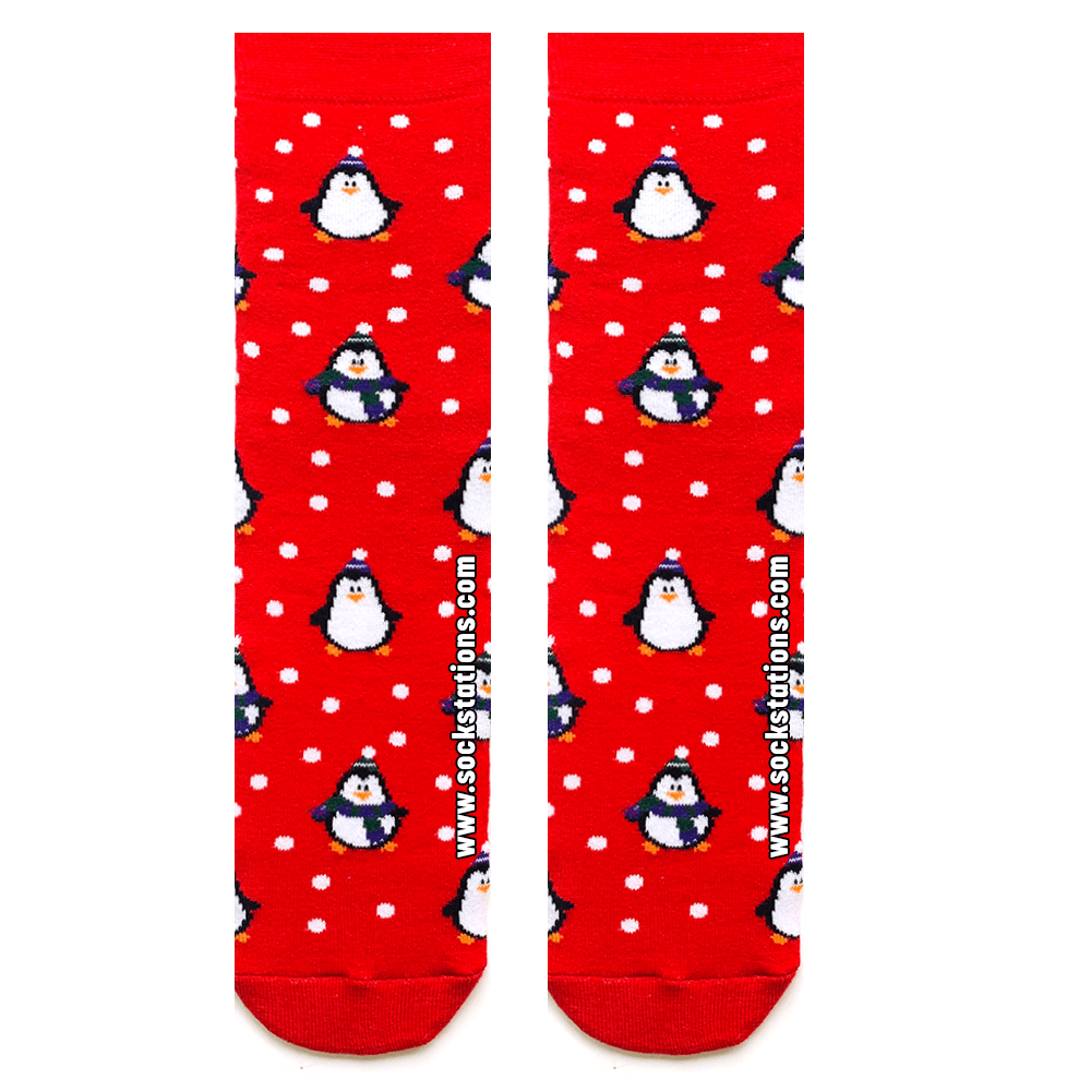 Kırmızı kalpli penguen çorap