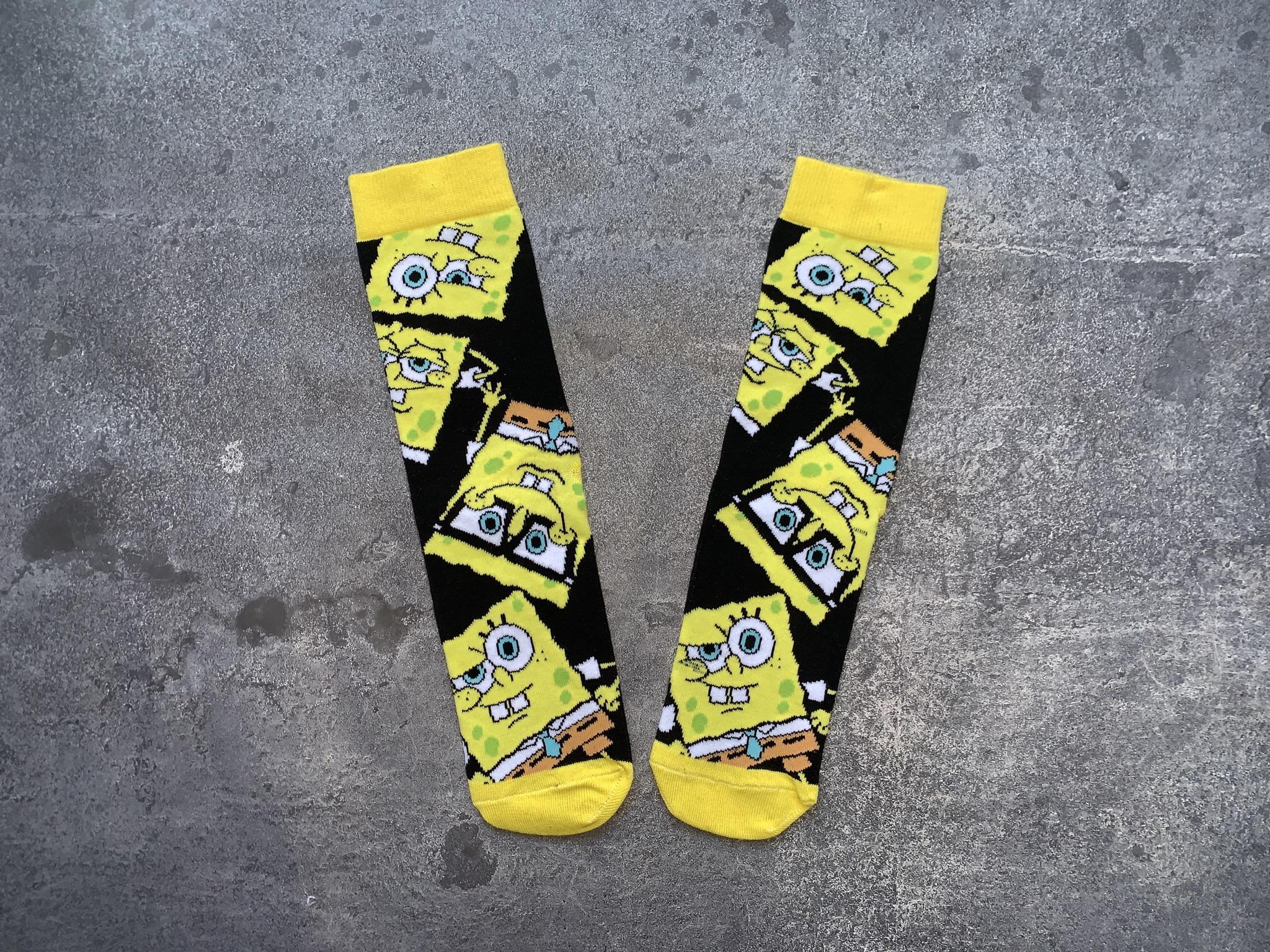 Gözlüklü Sünger bob siyah çorap