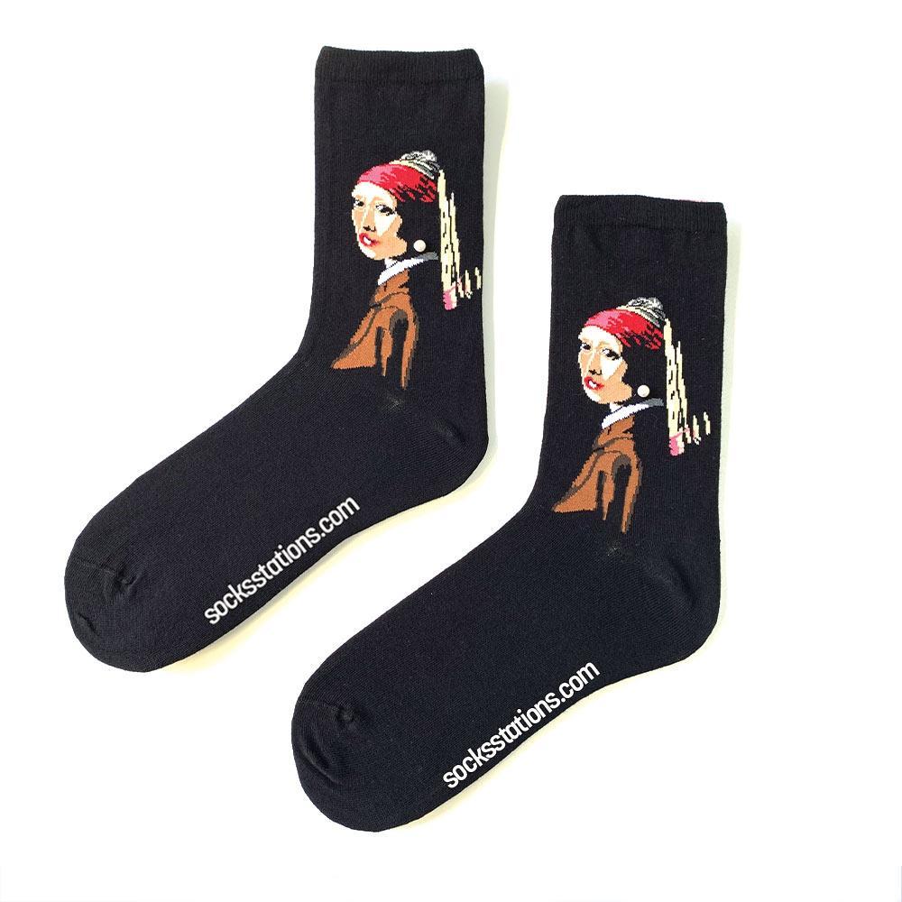 İnci küpeli kız kırmızı çorap