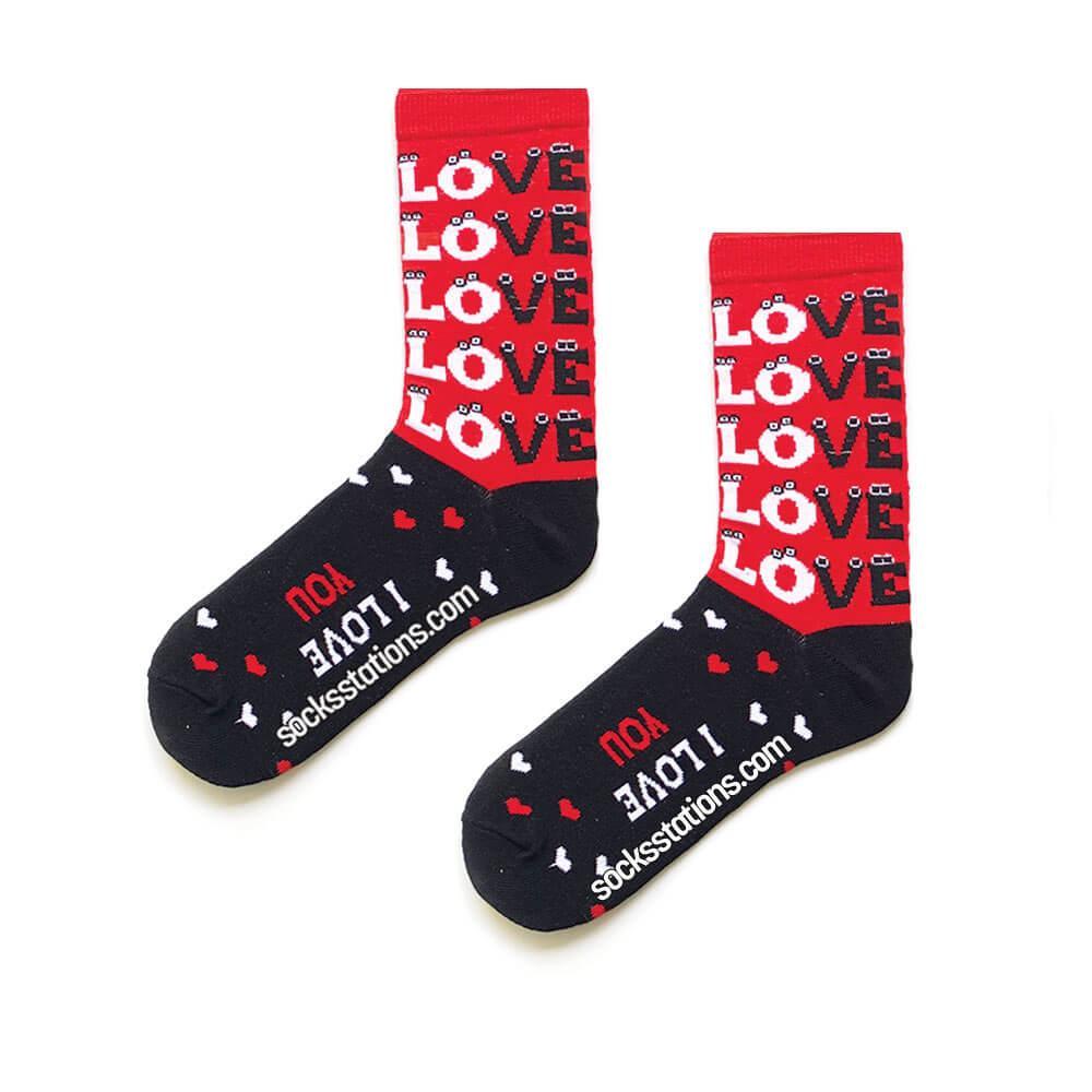 Kırmızı love desenli çorap