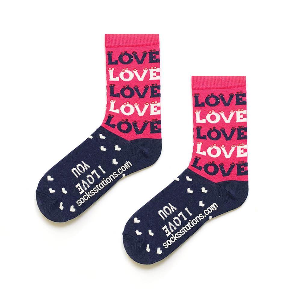 Pembe love desenli çorap