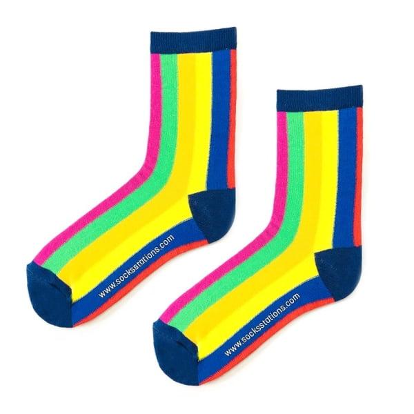 Renkli Dik Çizgili Çorap 3