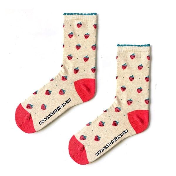 Minik Çilekli Çorap